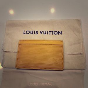 Louis Vuitton M60327 Card holder in Epi leather